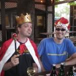 Der König und sein Kronprinz vor dem Mützentausch